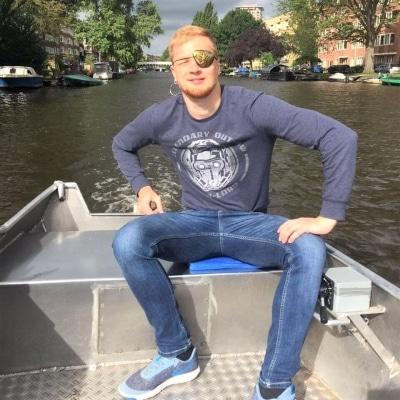 Sloep varen Amsterdamse grachten
