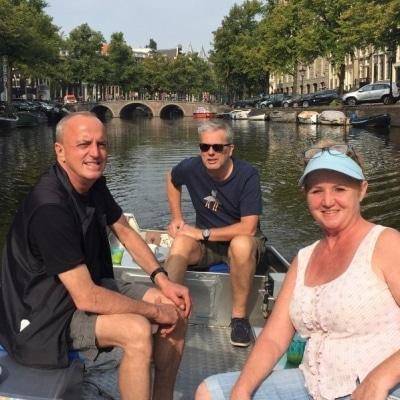 Varen in Amsterdam met een eigen bootje over de grachten