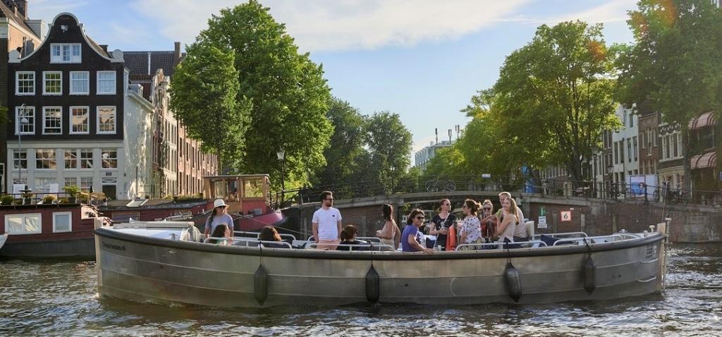 Amsterdam goedkope sloep met schipper huren