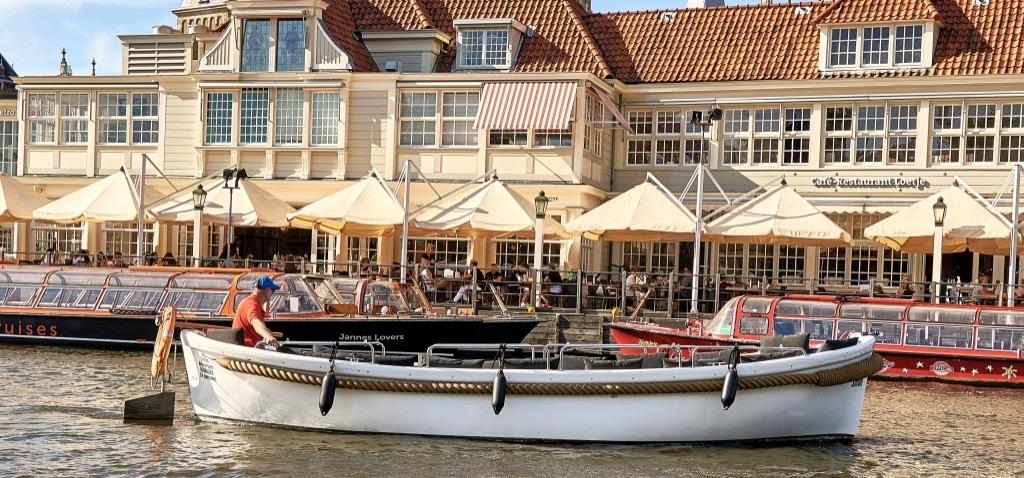 Goedkoop sloep huren met schipper Amsterdam