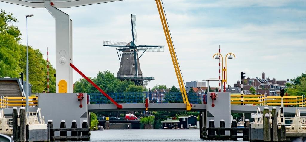 Varen Amsterdam grachtengordel Amstel molen Oost